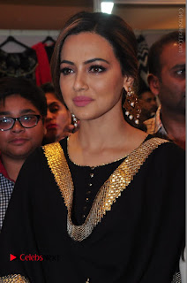 Bollywood Actress Sana Khan Launches Aakrithi Exibition  0089.JPG