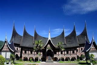 Makna dan Filosofi Tersirat Dari Rumah Gadang, Rumah Tradisional Minangkabau, Panaromio source Bing