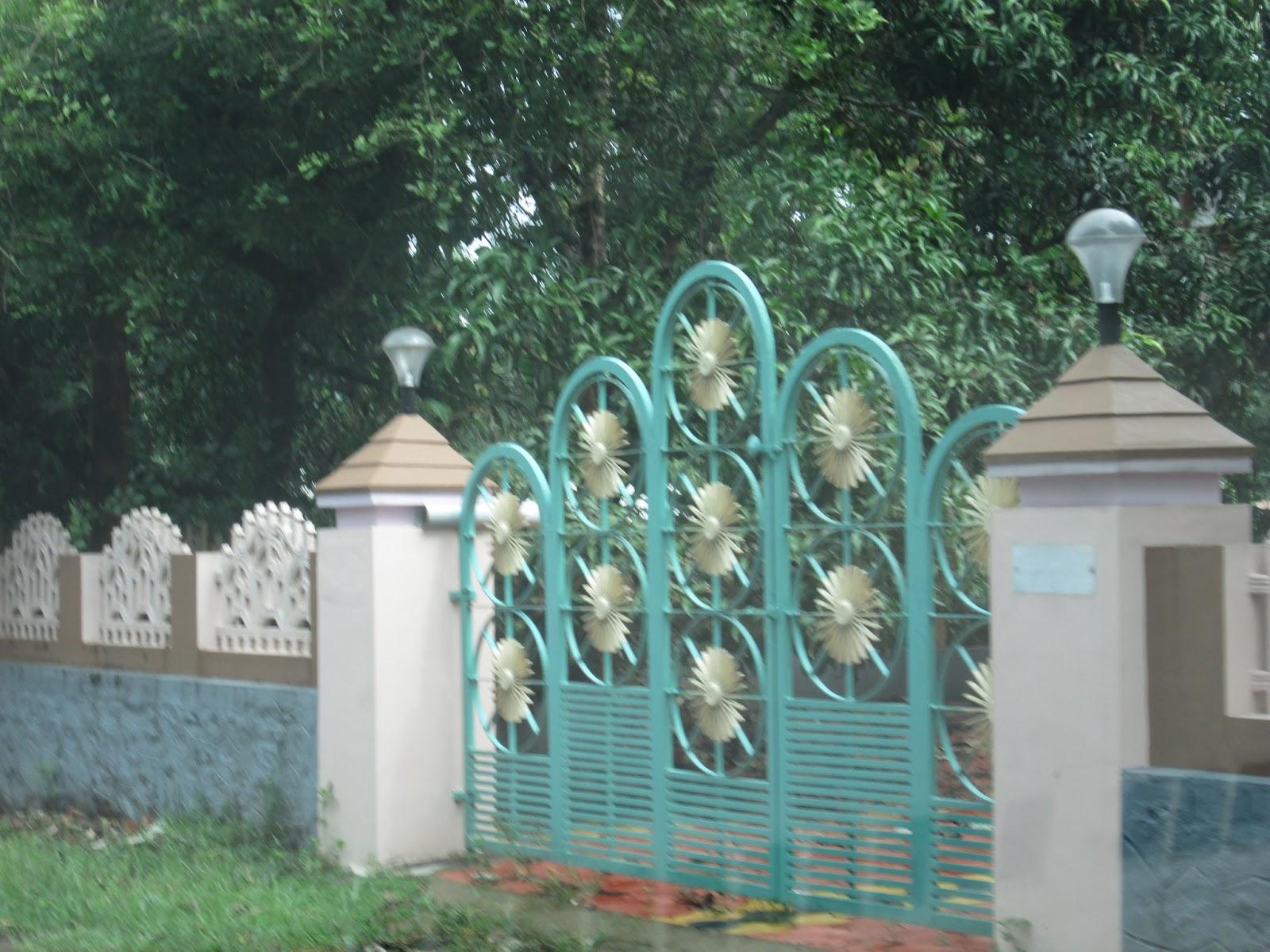 Home Design Gate Ideas: Kerala Gate Designs: Blue Color Gate In Kerala