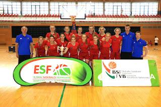La selección rusa, con el trofeo de ganadora