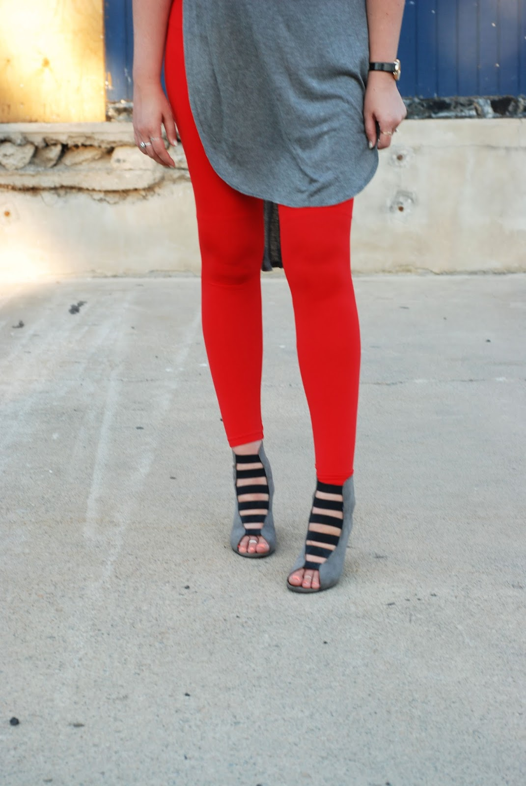 Red leggings, Preggo Leggings, Wedges