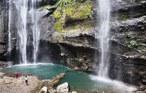 Pesona Kaki Bukit di Air Terjun Madakaripura Probolinggo