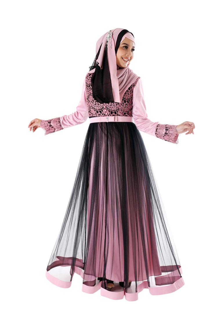 Wanita Muslimah Semakin Cantik Dengan Busana Model Gamis ...