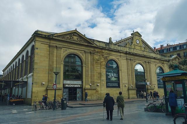 ラ・ブレチャ市場(la Bretxa)の外観