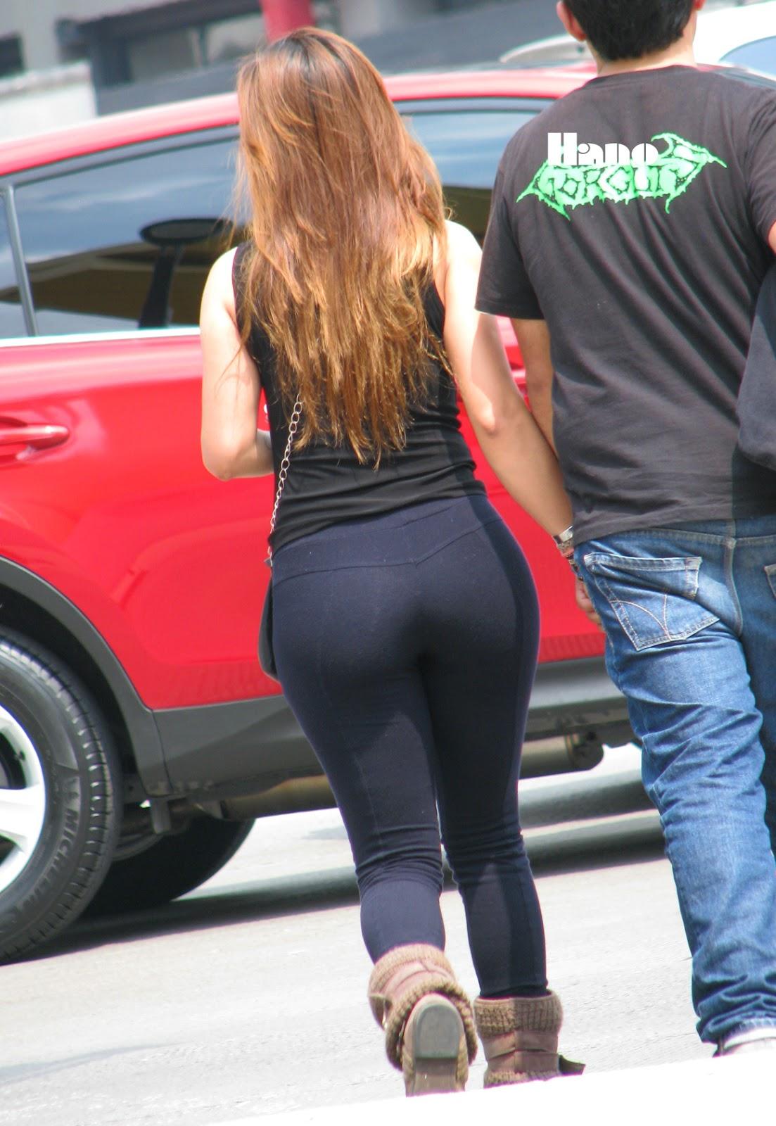 Milf muy sexy en pantalones se da cuenta de la camara - 5 1