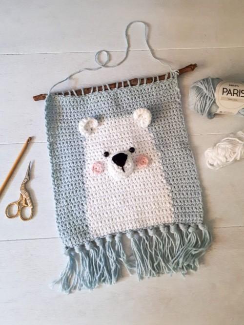 Polar Bear Wall Hanging - Crochet Pattern + Tutorial