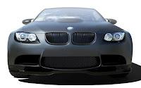 Mat siyah renkli bir otomobilin ön tamponu