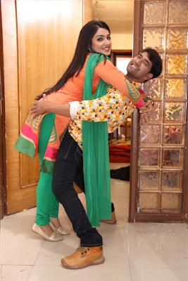 dinesh lal yadav nirahua and amrapali romantic scene