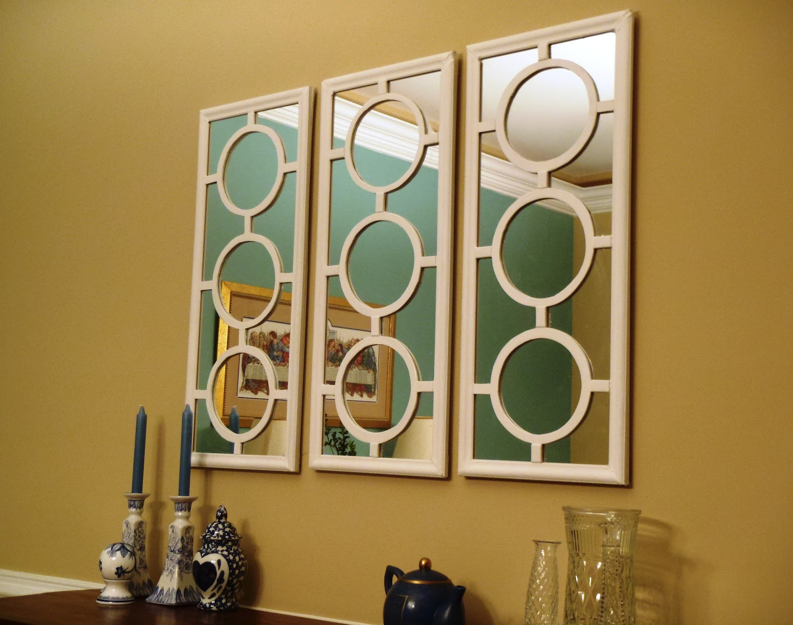 Lazy Liz on Less: Dining wall mirror decor