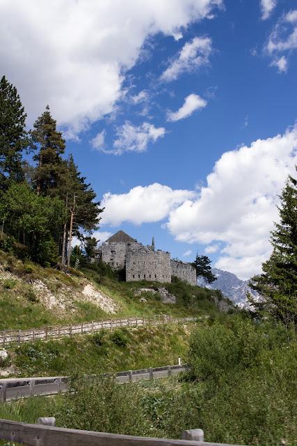Ruine aus dem ersten Weltkrieg am Predil Pass (Passo di Predil)
