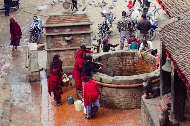 women_at_well_Bakhtapur