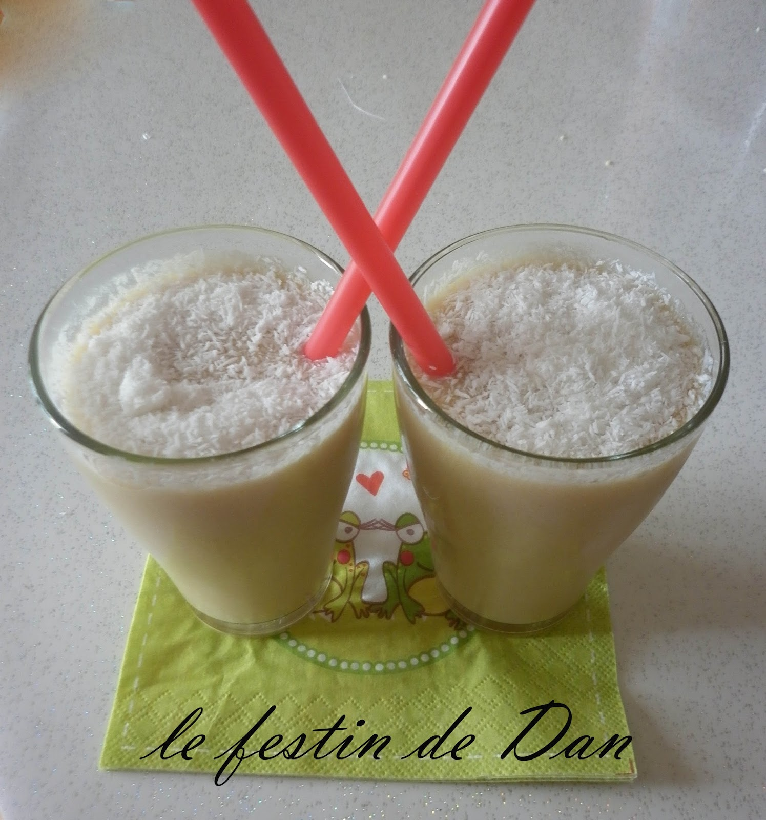 Le festin de dan cocktail sans alcool ananas fraise for Cocktail lait de coco