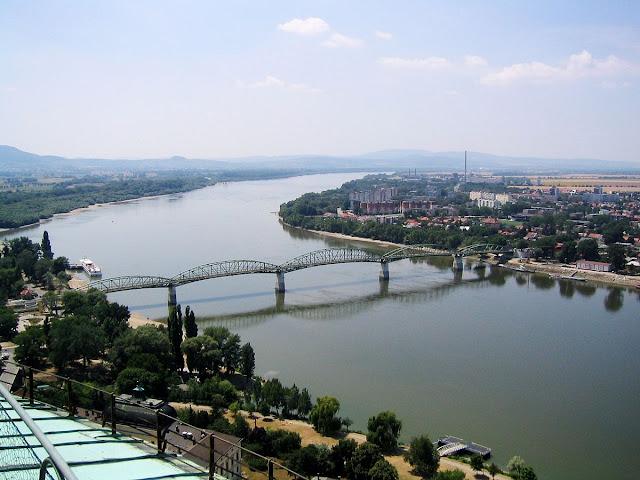 منافع ومخاطر النهر على الانسان