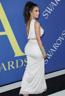 Kim Kardashian wins influencer fashion award