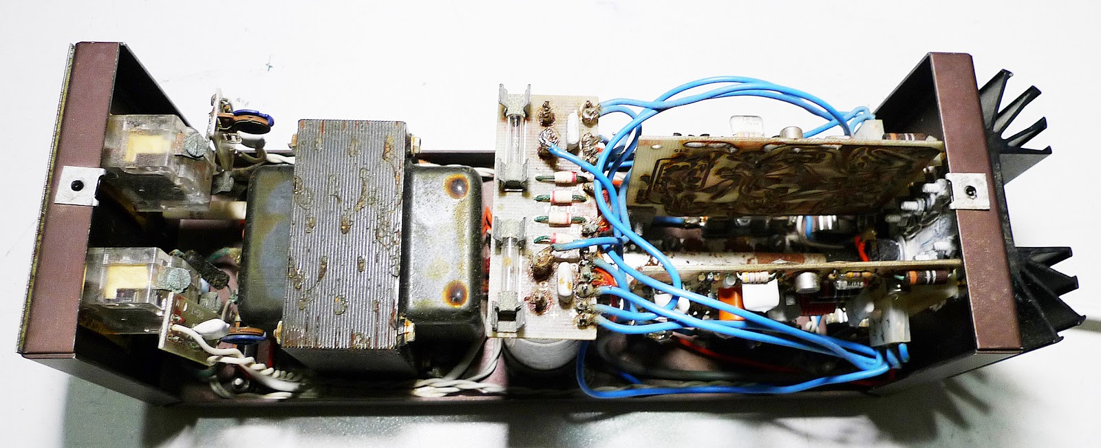 hight resolution of speaker capacitor wiring