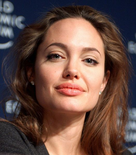 كم تبلغ ثروة أنجلينا جولي