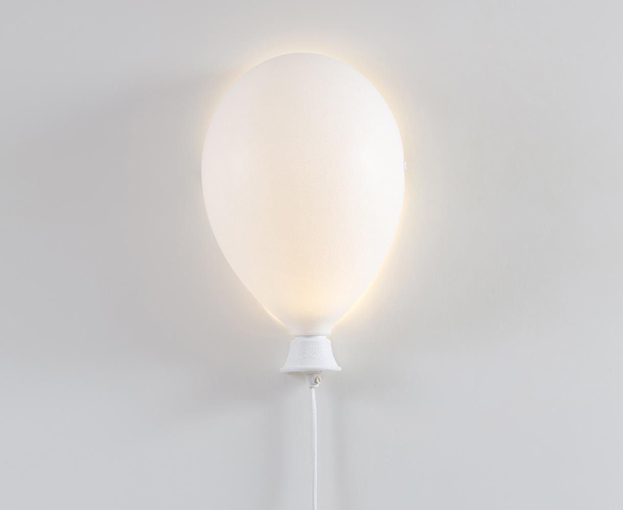 Lampa w kształcie balona.