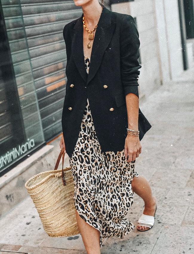 #whisperbysara #streetstyle #blog #streetstyleblog #animalprint #trend #tendência #leopardprint #midiskirt #blazer #chunky #sneakers #chunkysneakers #whitetshirt #vergegirl #lefashion #sandrasemburg #whowhatwear