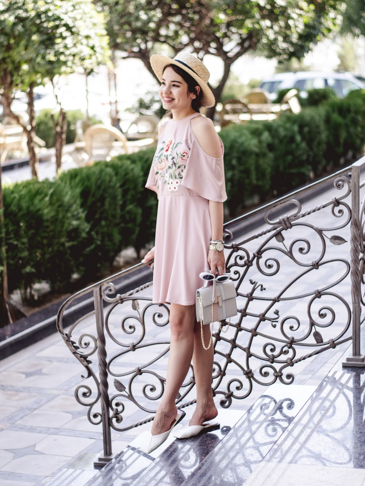 fashion blogger diyorasnotes diyora beta pink mini dress cold shoulders white mules straw hat