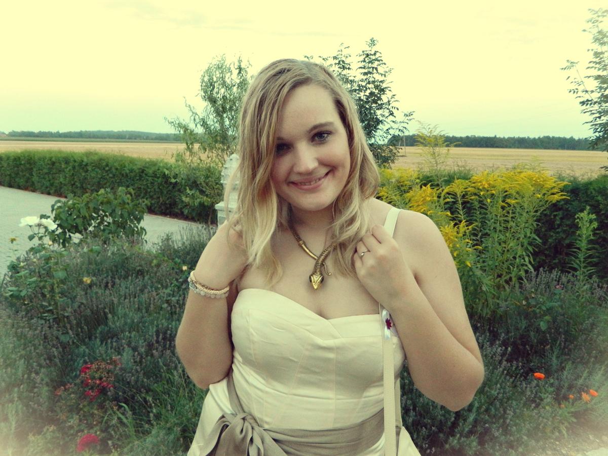 sukienka-nude-na-wesele