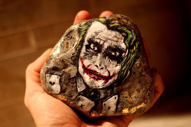 peinture Joker sur roche