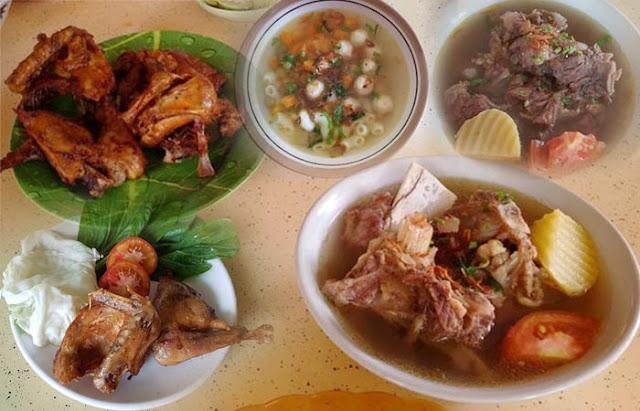 Ibukota Kabupaten Tanah Laut, Kota Pelaihari tak hanya dikenal sebagai sentra peternakan. Kota berjarak lebih kurang 65 km sebelah timur dari Kota Banjarmasin ini juga memiliki tempat wisata kuliner yang populer. Apa saja ? berikut daftarnya.