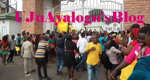 BREAKING News: Owerri Market Traders Block Imo Govt House, Demand Audience with Gov. Okorocha