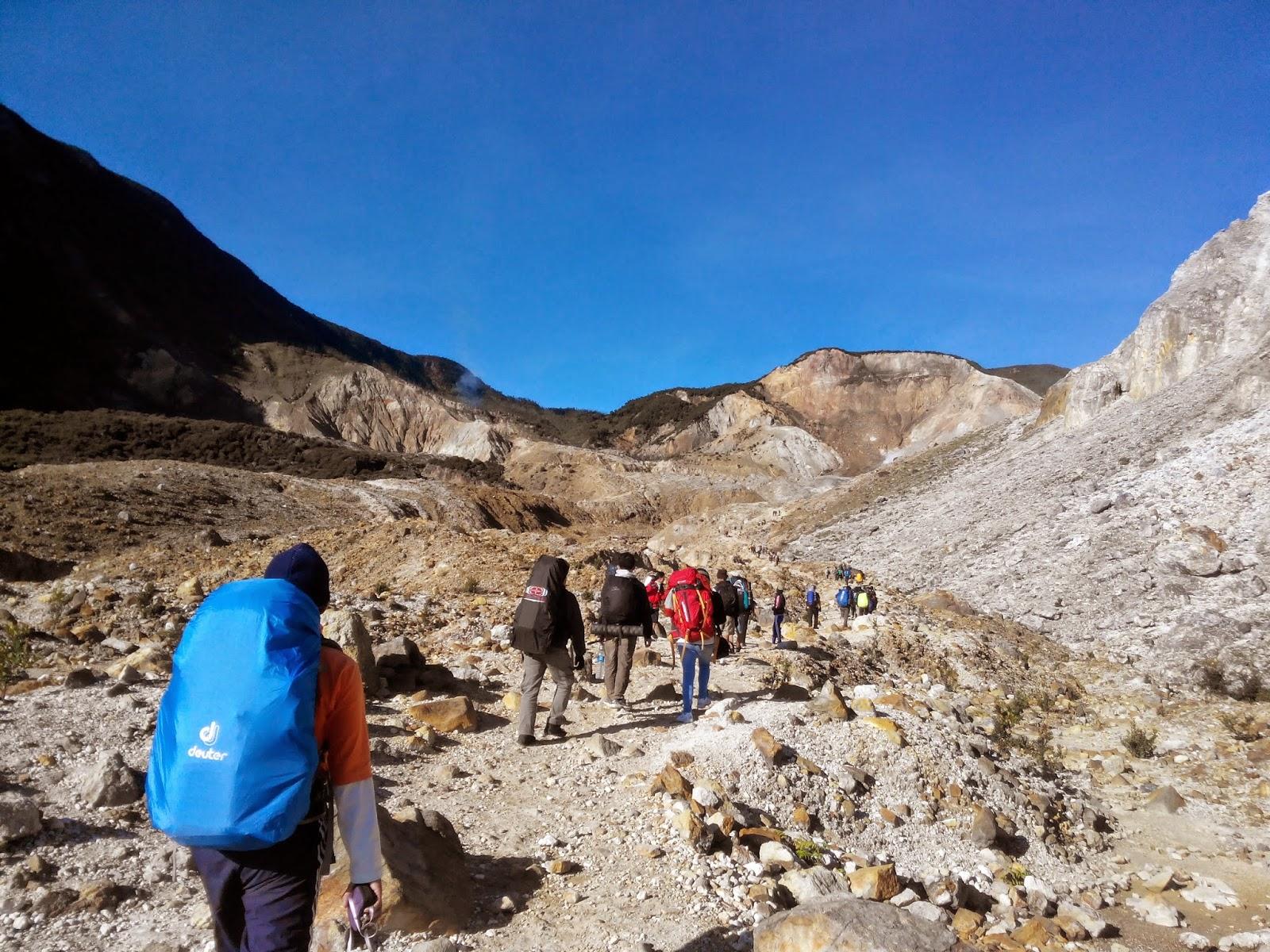 Pendakian Gunung Papandayan di Garut