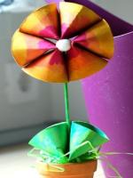 http://manualidadesparaninos.biz/flores-con-rollos-de-papel/