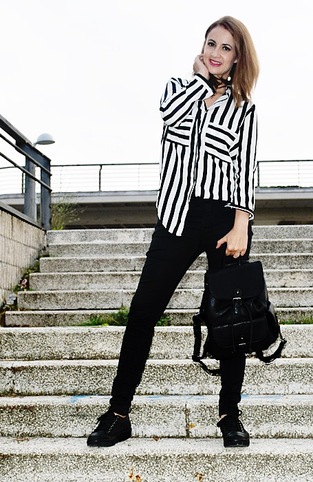 Outfit-blanco-negro-camisa-rayas-4