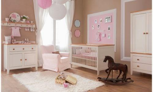 Cuarto de beb en marr n y rosa colores en casa - Color paredes habitacion bebe ...