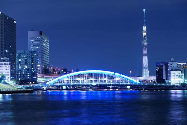 東京スカイツリーと永代橋