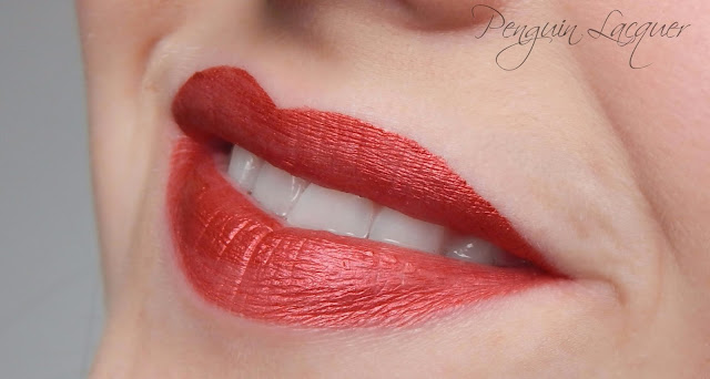 p2 liquid lipstick 030 dragon duty mund offen