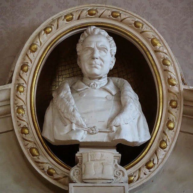 Bust of Francesco Domenico Guerrazzi, Town Hall, Livorno