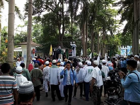 Heboh, Ormas Islam Demo RM. Babi Panggang Karo