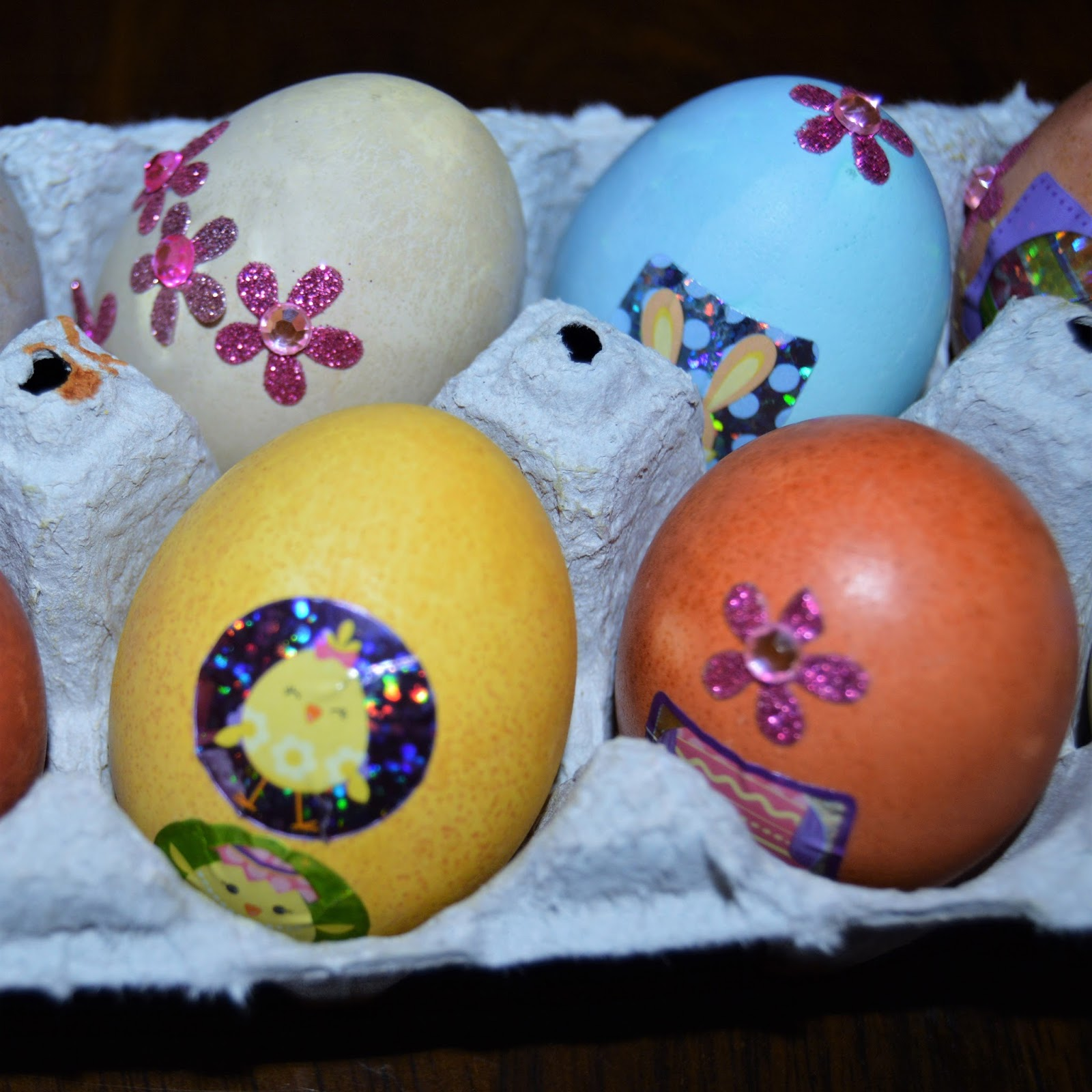 easter eggs with natural colors bake free en