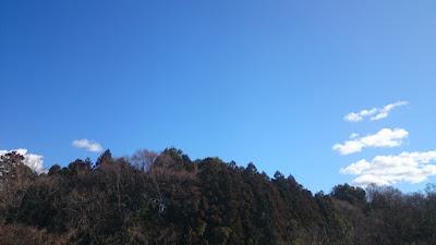本日も青空だが東には雪雲発生中