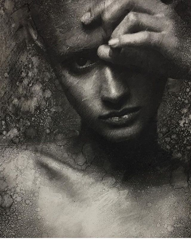 11-Casey-Baugh-Expressive-Charcoal-Portrait-Drawings-www-designstack-co