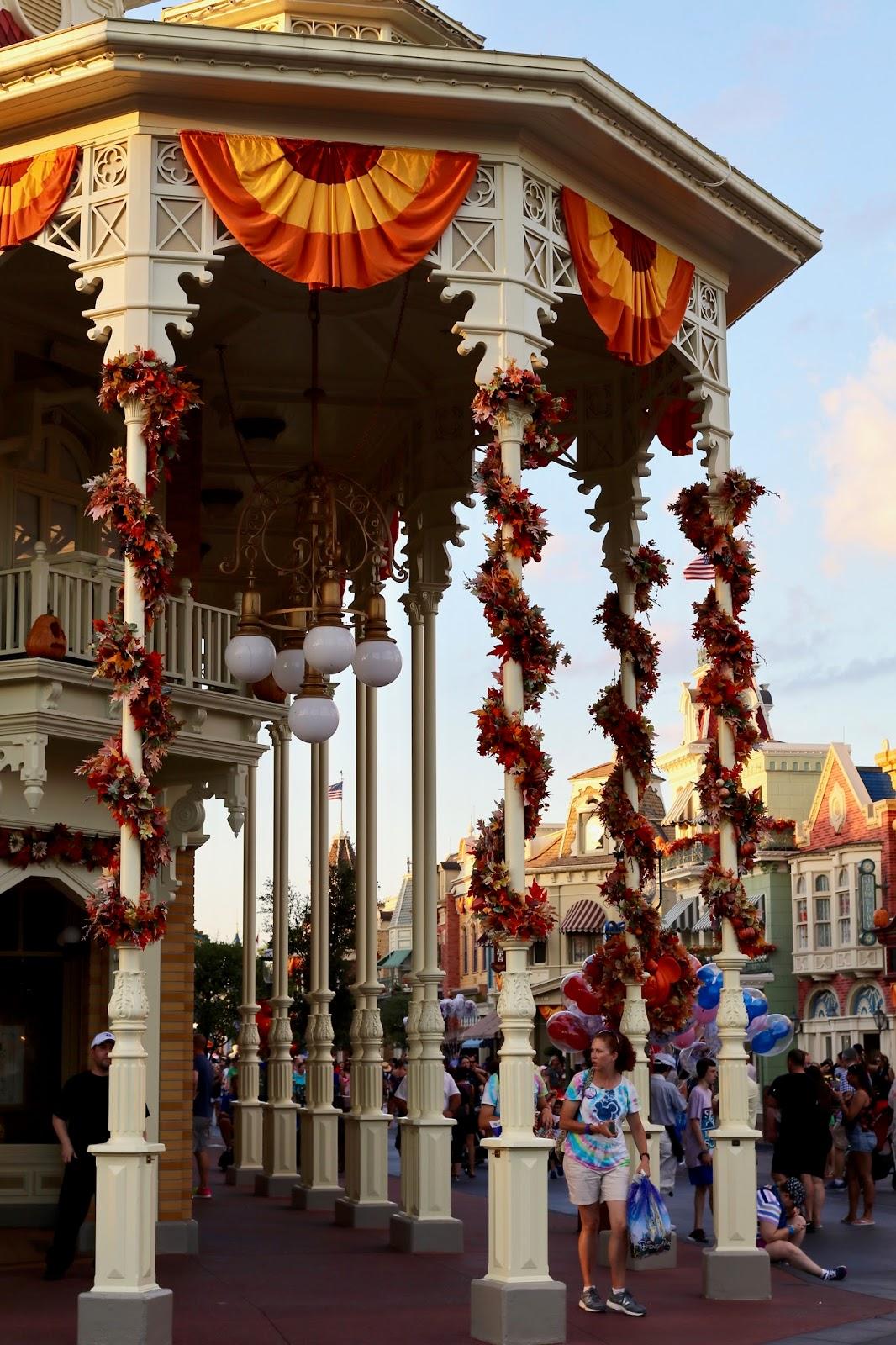 Disney-World-Magic-Kingdom-Fall-Halloween-decorations-Main-Street-USA