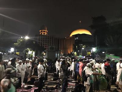 Merinding! Shalat Subuh Berjamaah #Aksi112 di Masjid Istiqlal