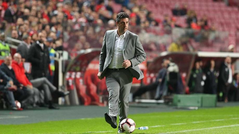 a040d3abf9 Qual será o limite para aguentar Rui Vitória no banco do SL Benfica ...