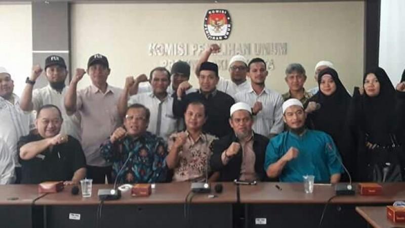 Ketua KPU DKI Sumarno bersama FUI & GMJ di siang hari sebelum debat final 12/04/2017