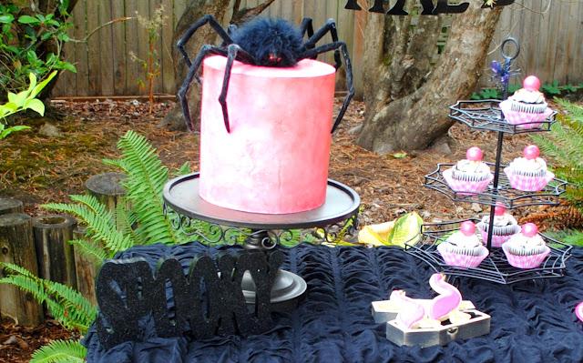 Pink Halloween Spider Party. More inspiration over at fizzyparty.com