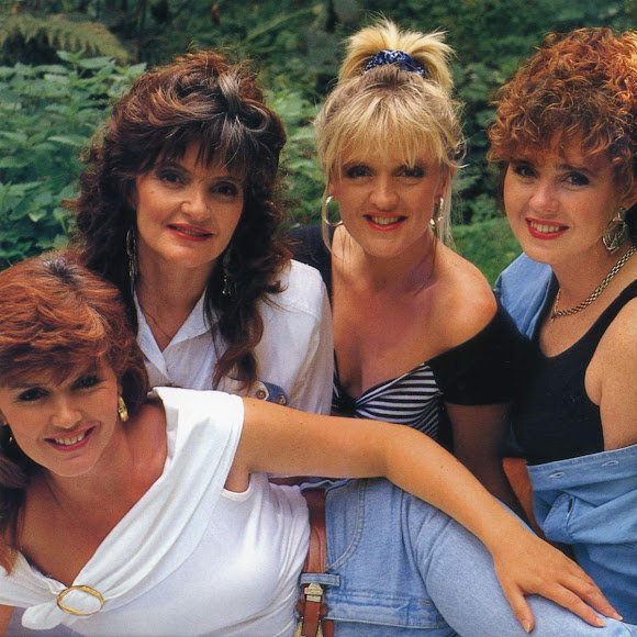 """Autumn Cherry ""Cosmos""""の歌詞 The Nolans"