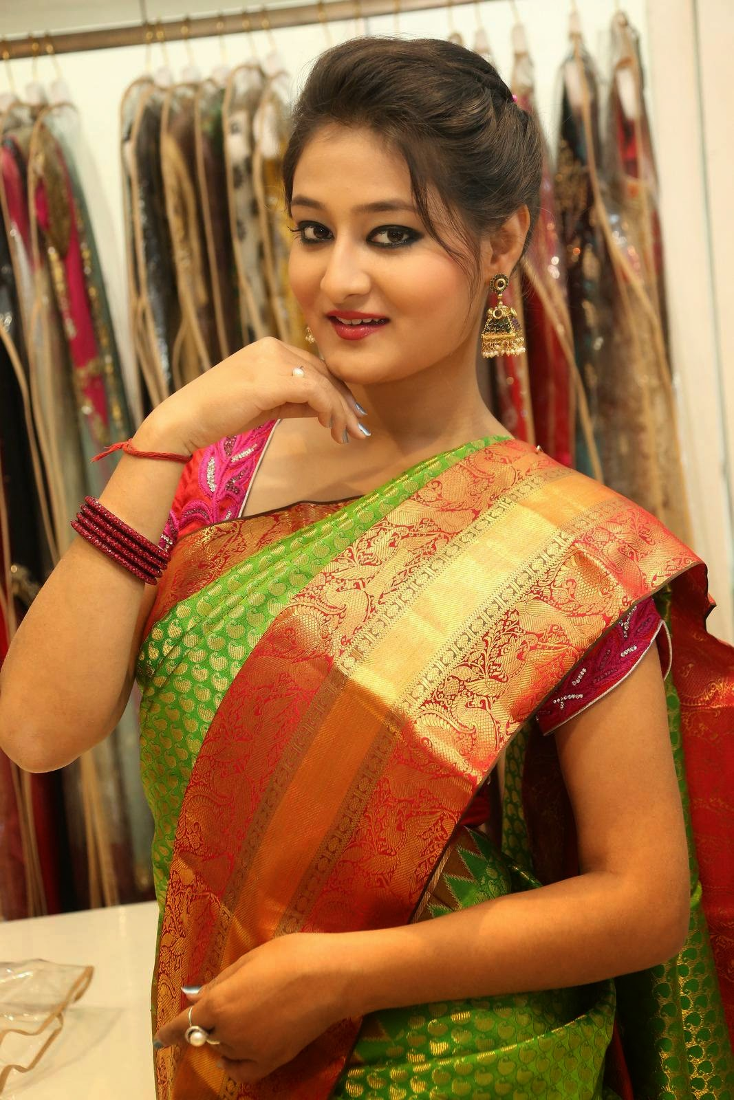Actress Nilofer Latest Cute Hot Saree Spicy Photos Gallery At Trisha Boutique Wedding Collection Launch