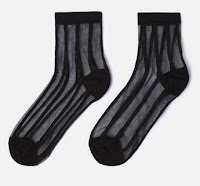 http://www.oysho.com/fr/chaussettes-rayures-verticales/chaussettes-rayures-verticales-c0p100449100.html?search-term=chaussettes