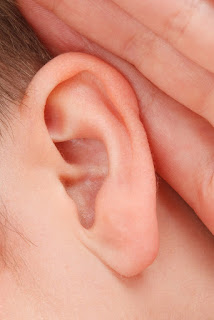 Aprende a escuchar activamente para detectar variaciones al hablar y detectar mentiras