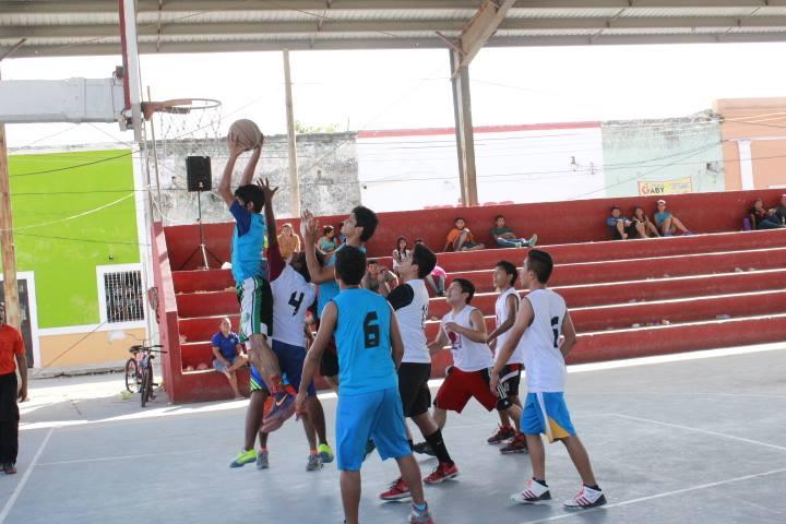 Baloncesto El Deporte Rafaga: Municipio De Cacalchén: Beneficios De Jugar Básquetbol O