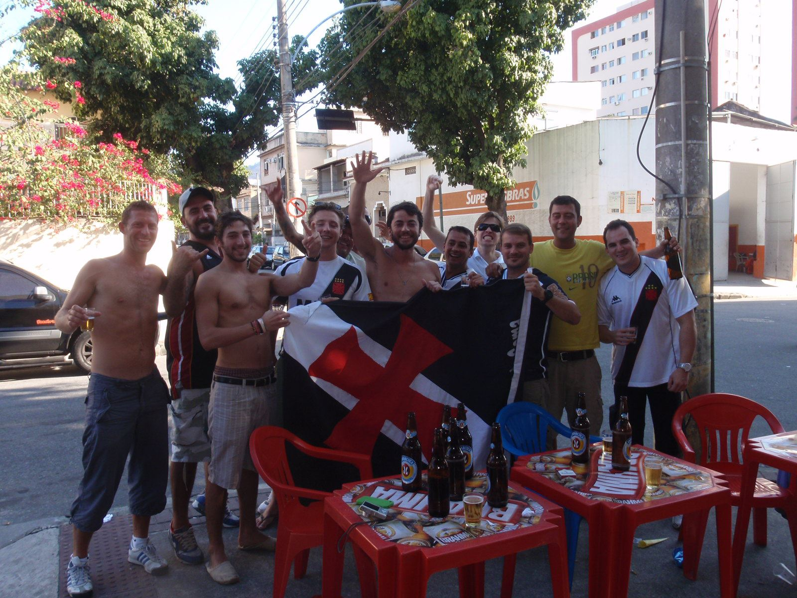 ... these teams  Vasco da Gama and Flamengo. I joined one of my roommates  with the Vaso crowd to the stadium and I would become an amazing Sunday  afternoon. f2371ab03e789