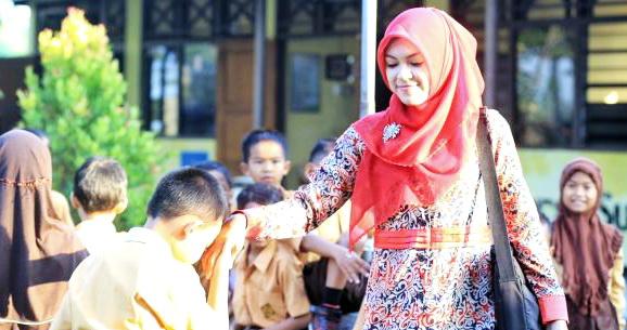 Punya Istri Ustadzah atau Guru? Berbahagialah, Anak-anakmu Insyaallah Sukses Dan Bahagia